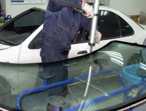 Технология вклейки автомобильных стекол